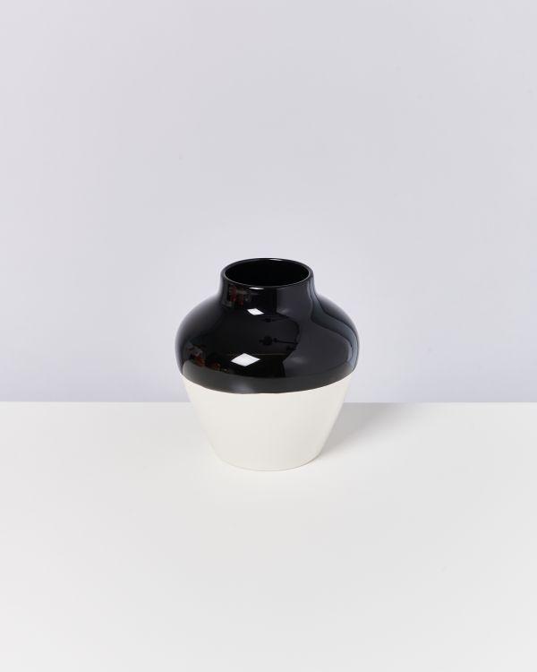 Madalin schwarz weiß