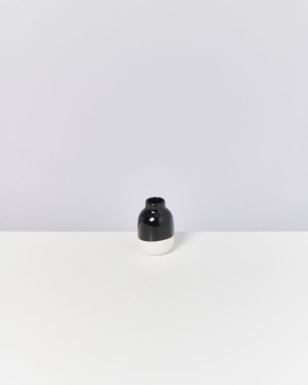 NUNO S - black white