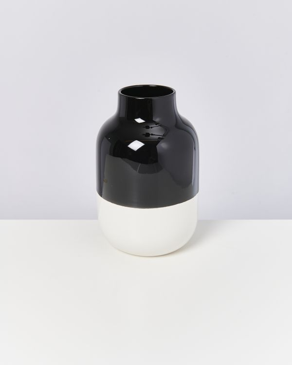 Nuno schwarz weiß 2